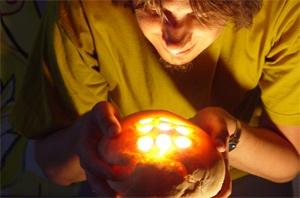 Paneluce - uma luminária feita de pão